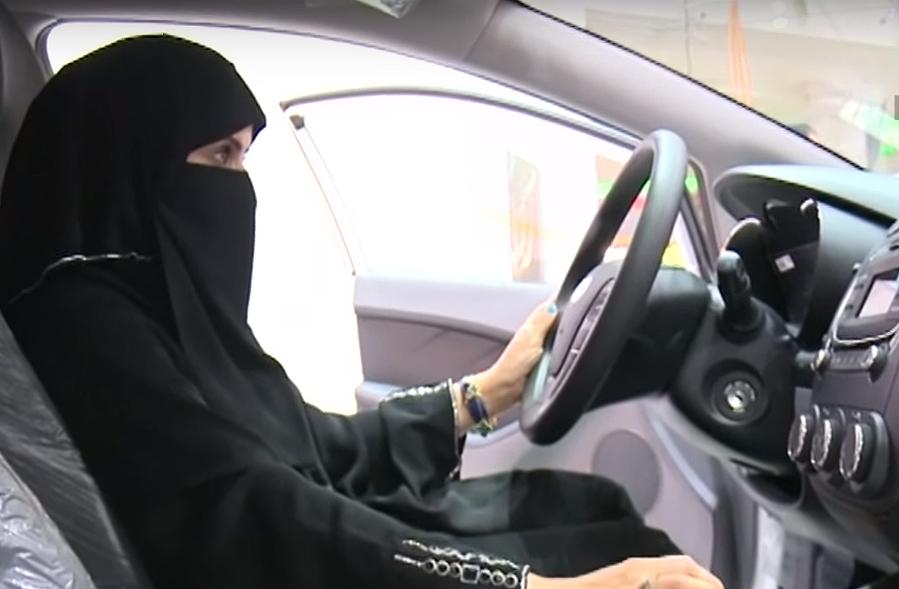 Одржан првиот авто-салон за жени во Саудиска Арабија
