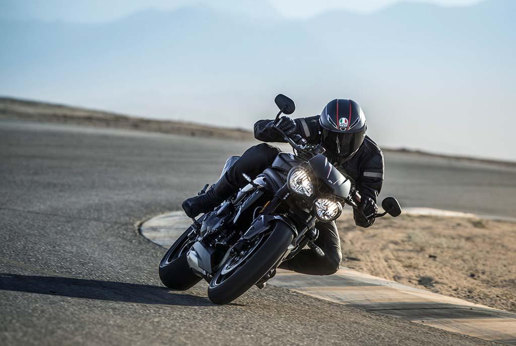 Премиера: Triumph Speed Triple S & RS / ФОТО