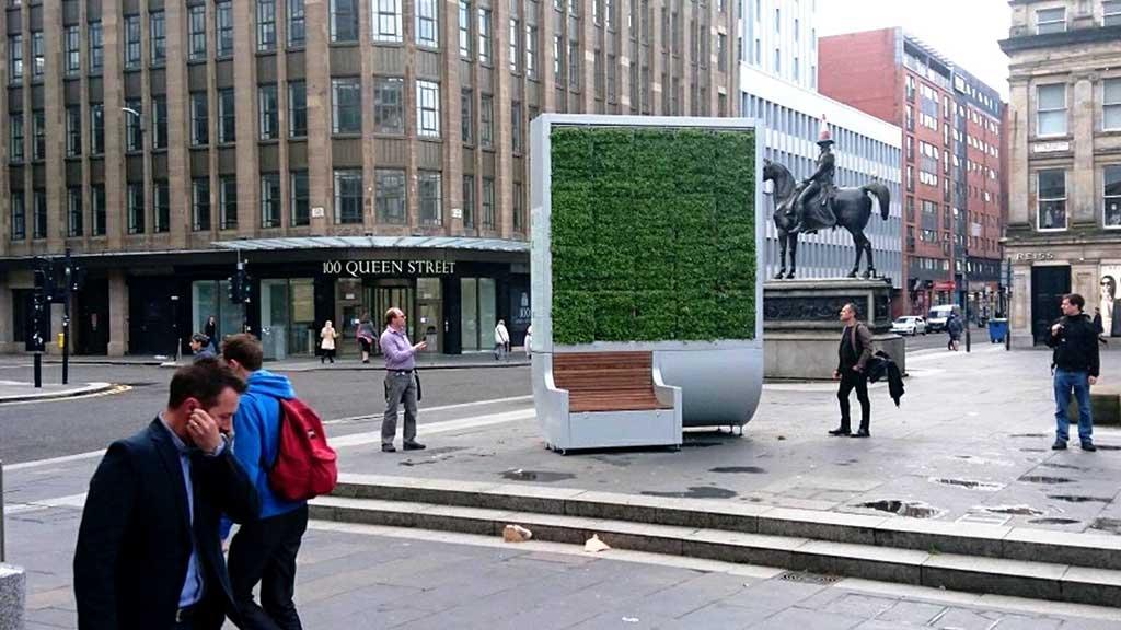 """Во Лондон поставени """"зелени"""" клупи кои го апсорбираат смогот / ВИДЕО"""