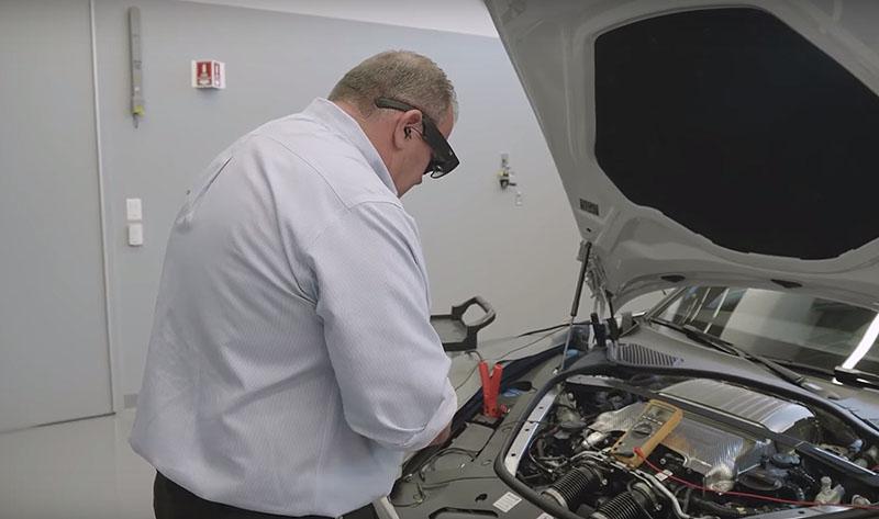 Како паметните очила им помагаат во автомеханичарите / ВИДЕО