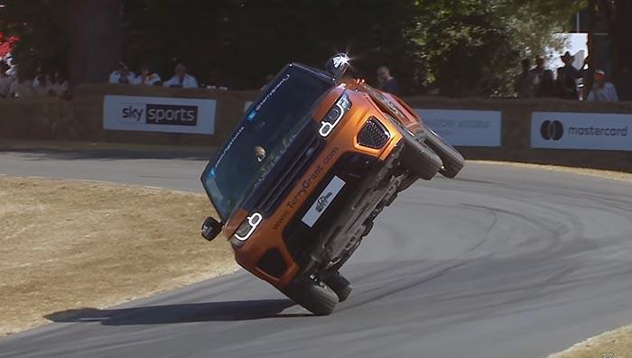 Рекорд за Гинис: Најбрзо извозена милја со SUV на две тркала / ВИДЕО