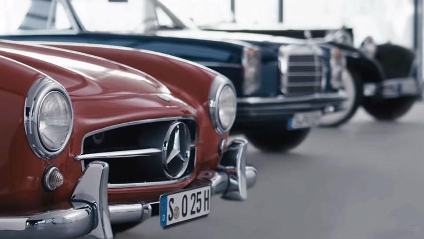 Фрлете поглед во Музејот на Mercedes во Штутгарт / ВИДЕО