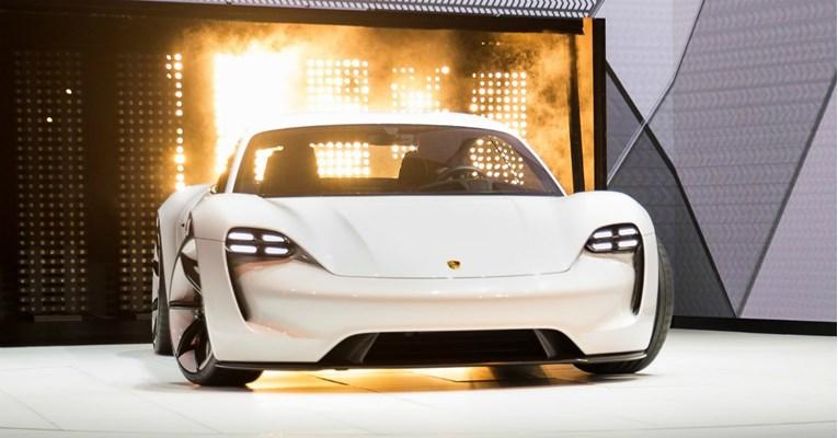 Се повеќе сопственици на Tesla размислуваат за Porsche
