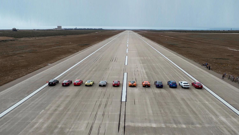 12 автомобили и над 6000 КС во трката на годината