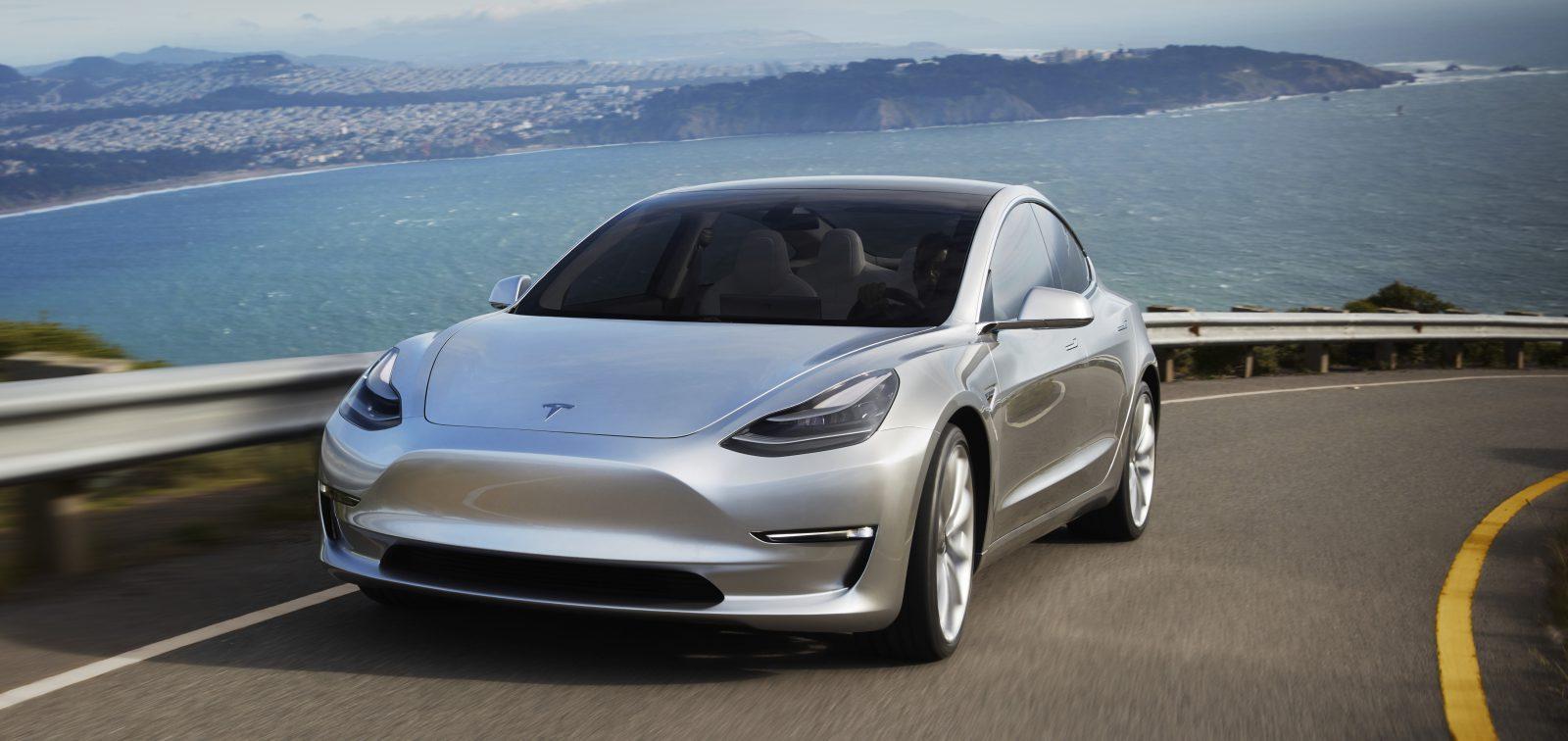 Tesla Model 3 во август подобра од сите германски премиум патнички модели