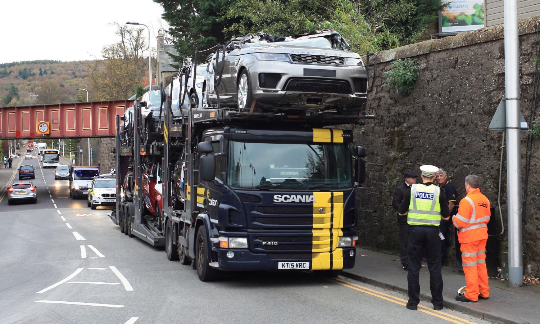 "Да ти пукне душата! Скапоцени Range Rover и Jaguar модели ""обезглавени"" за време на транспорт / ФОТО+ВИДЕО"