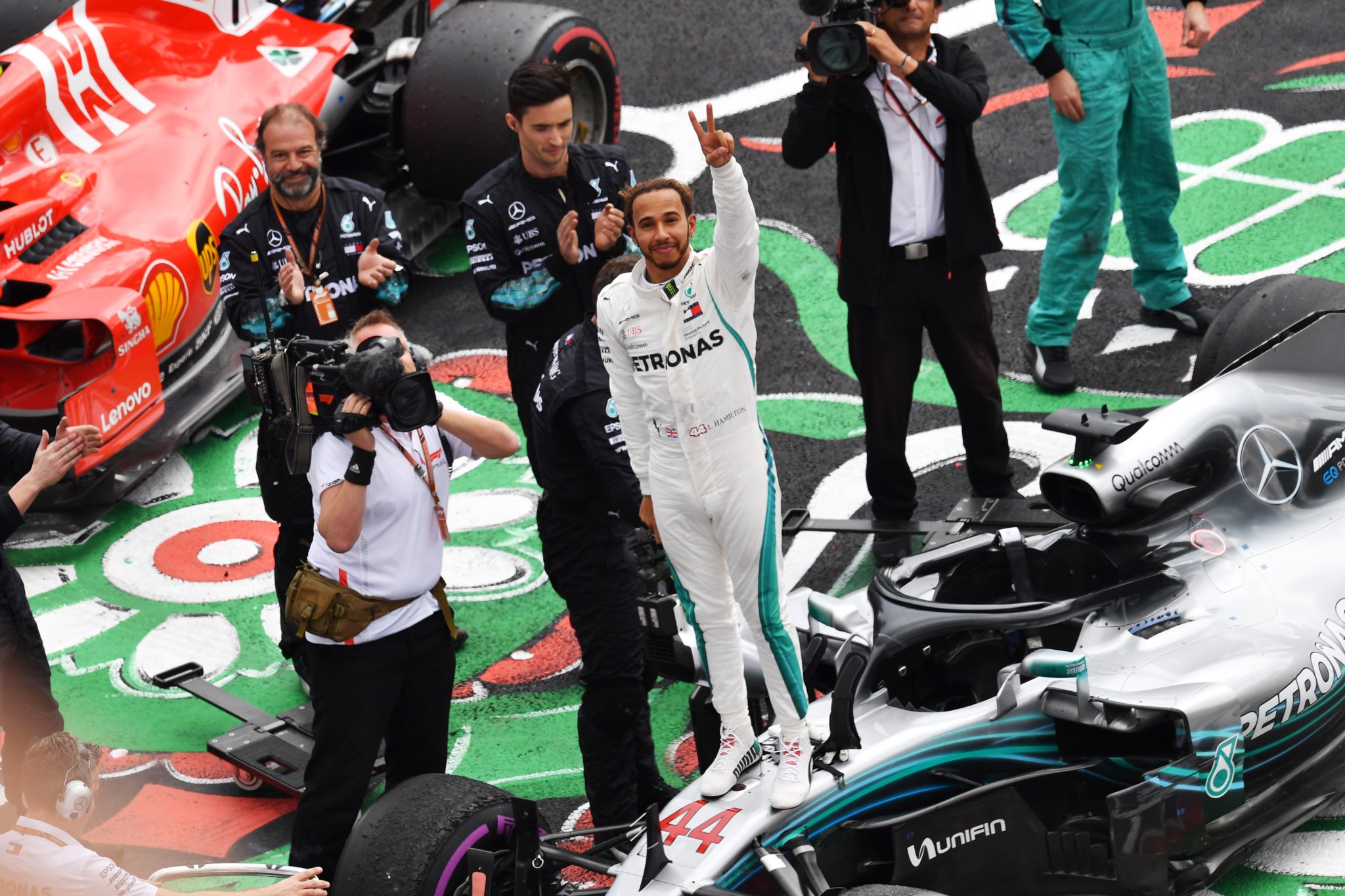 Хамилтон како Фанџо – петта F1 титула за Британецот!