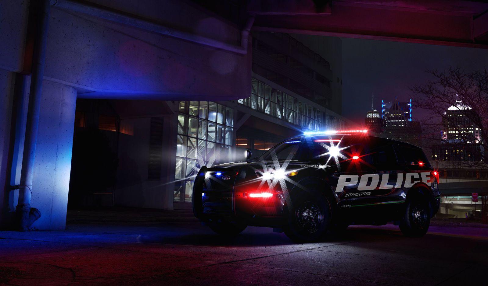 Ѕвер на четири тркала: Ford го престави најбрзиот полициски автомобил во САД