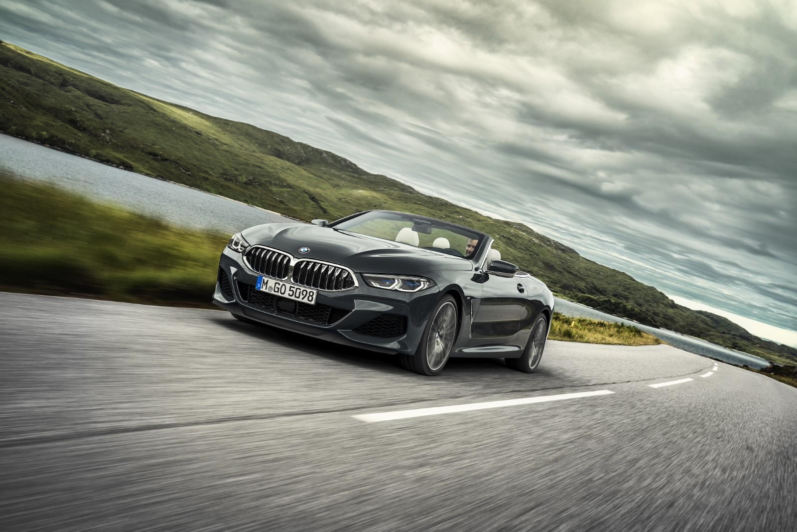 BMW Серија 8 со отворен кров во полн сјај / ВИДЕО