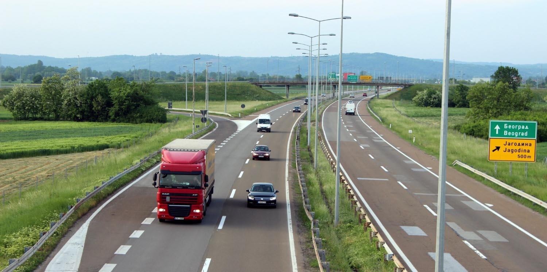 Србите без милост за возачите кои сакаат да стиснат на педалата за гас