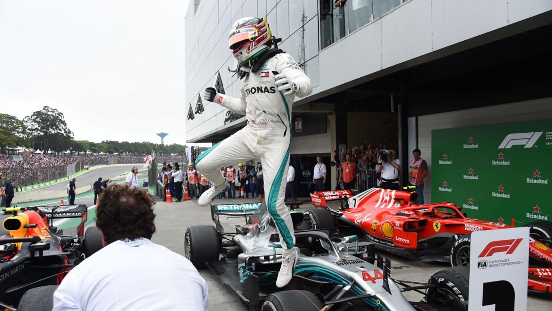 Formula 1: Хамилтон среќно до победата во Бразил