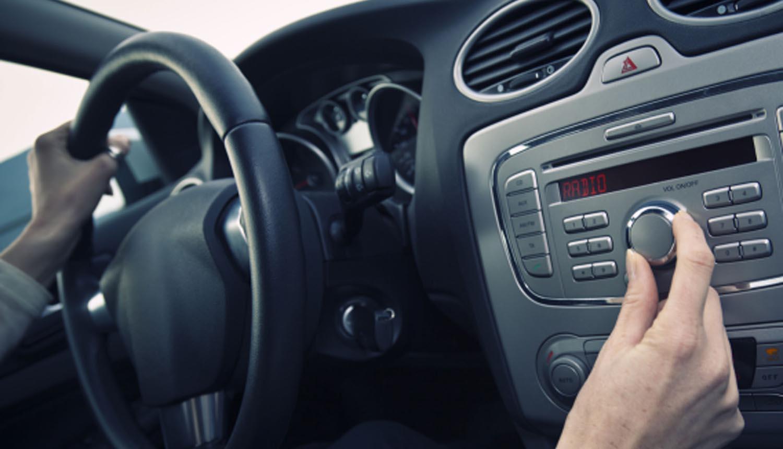 Ова се 5-те најопасните песни додека возите / ВИДЕО