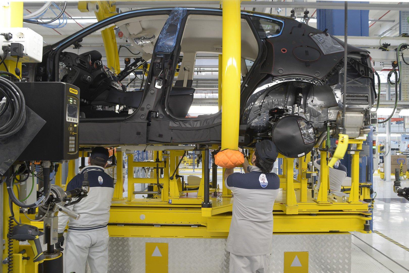 Илјадници работници од Maserati една година дома на плата