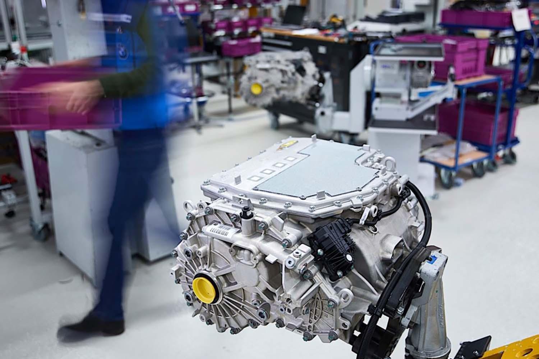 BMW: Интегриран суперкомпактен електричен погон без ретки минерали