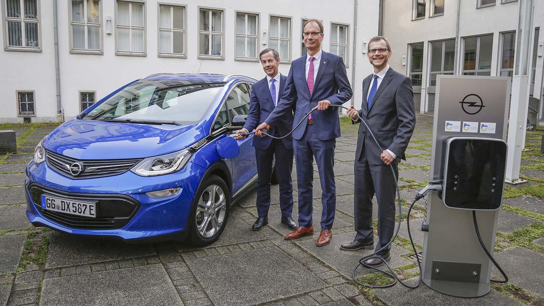 Opel на Риселсхајм му подарува 1.300 станици за полнење на електрични возила
