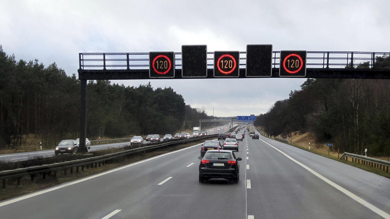 Германската влада ја отфрла идејата за ограничување на брзината на автопатите