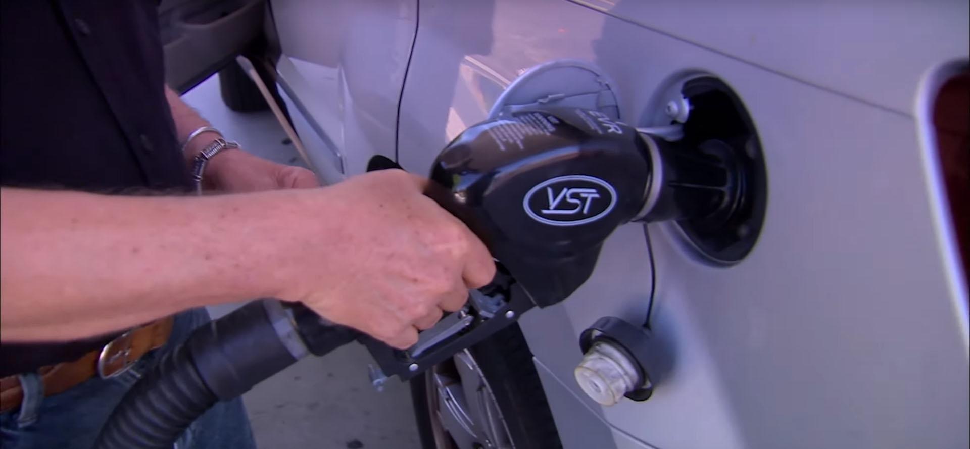 Еве зошто не треба да продолжите со дополна на гориво по првиот прекин на дотур од пумпата / ВИДЕО