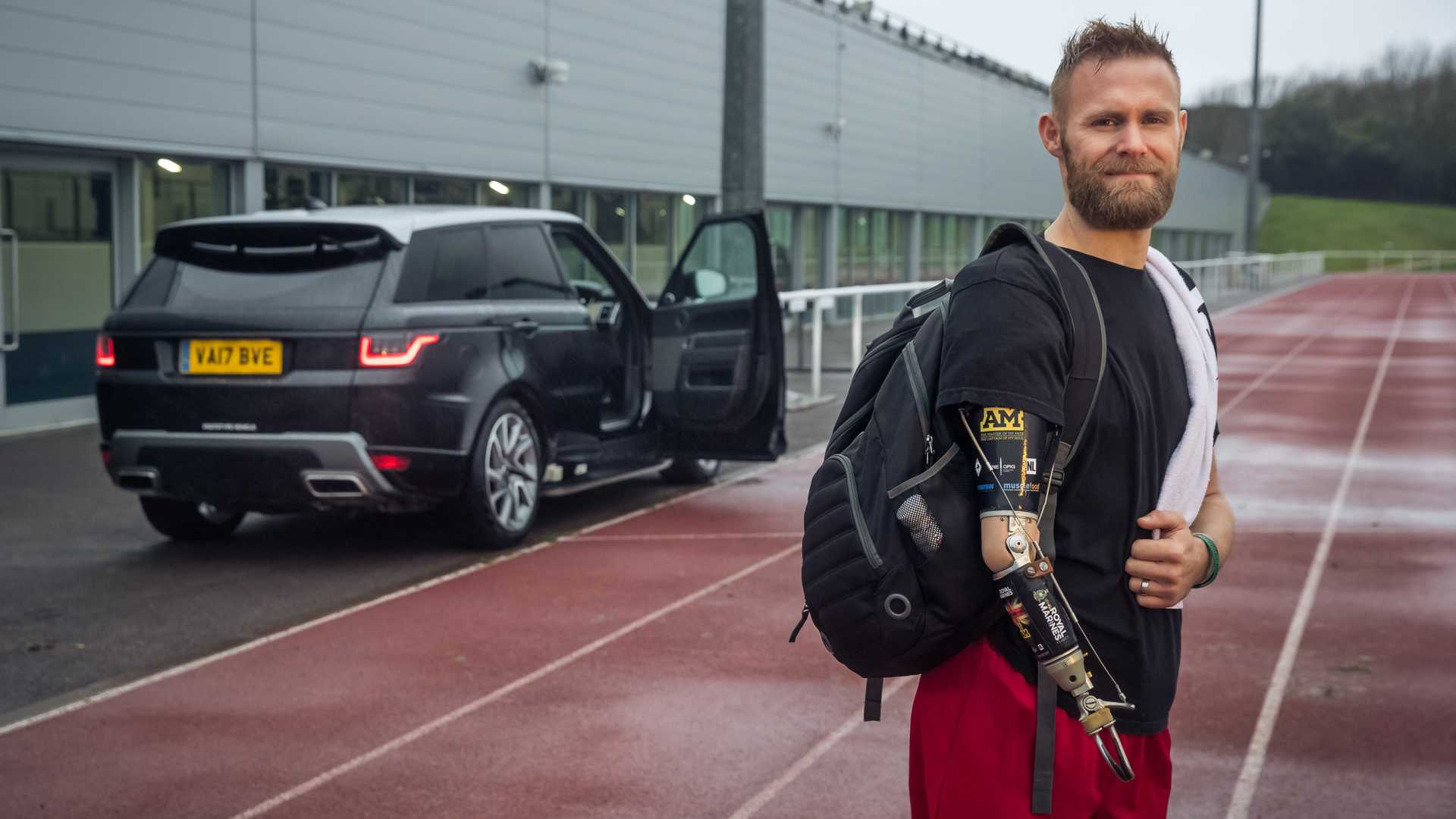 Jaguar Land Rover развива врати за лицата со посебни потреби