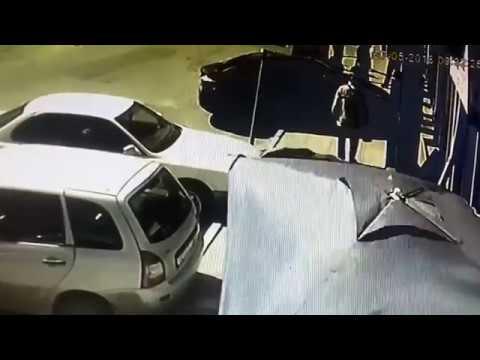 Кога ќе ги згрешиш педалите! КАРАМБОЛ / ВИДЕО