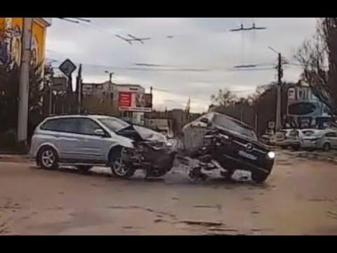 Луди возачи на Мерцедес КАРАМБОЛ / ВИДЕО