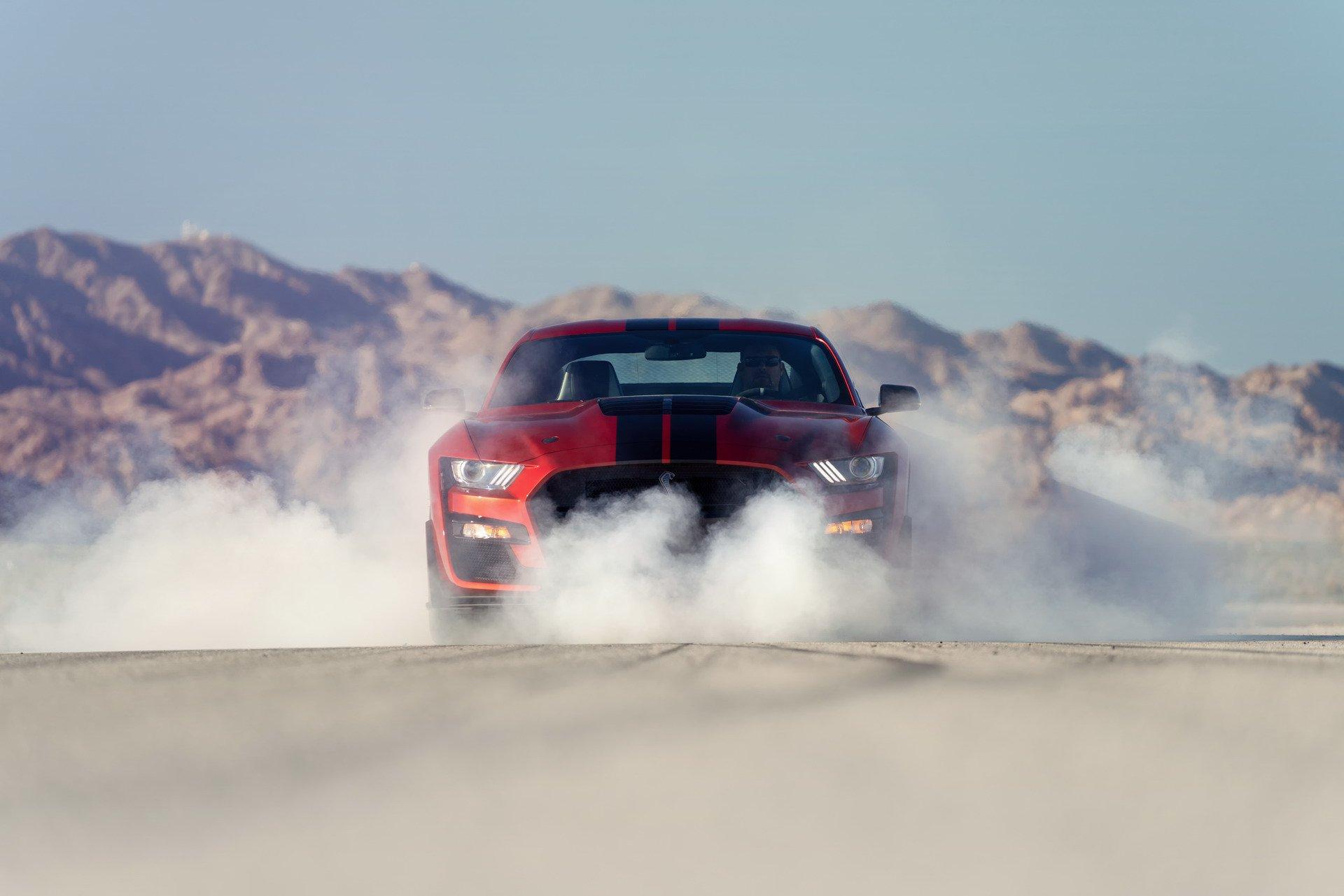 Ford Shelby GT500 – најмоќниот и најбрз Mustang на сите времиња / ВИДЕО