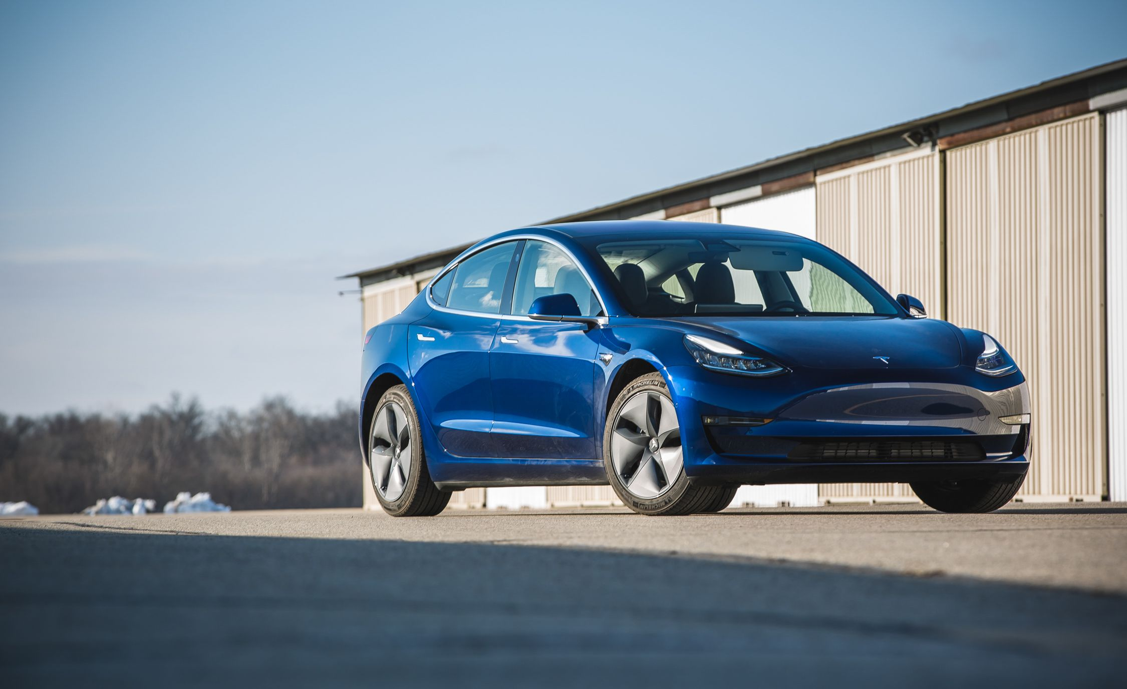 Паѓа довербата во Tesla Model 3