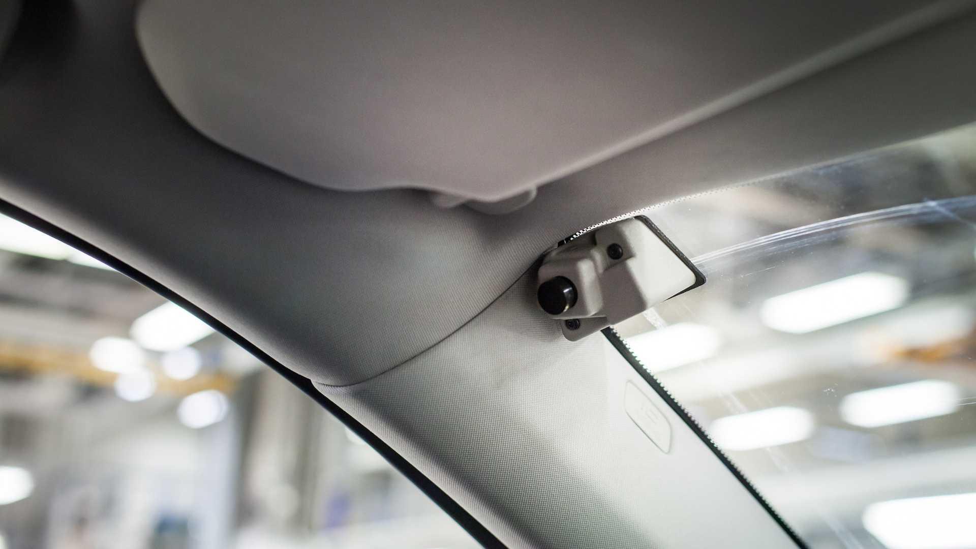 Камери кои го снимаат возачот: поголема безбедност или средство за шпионажа?