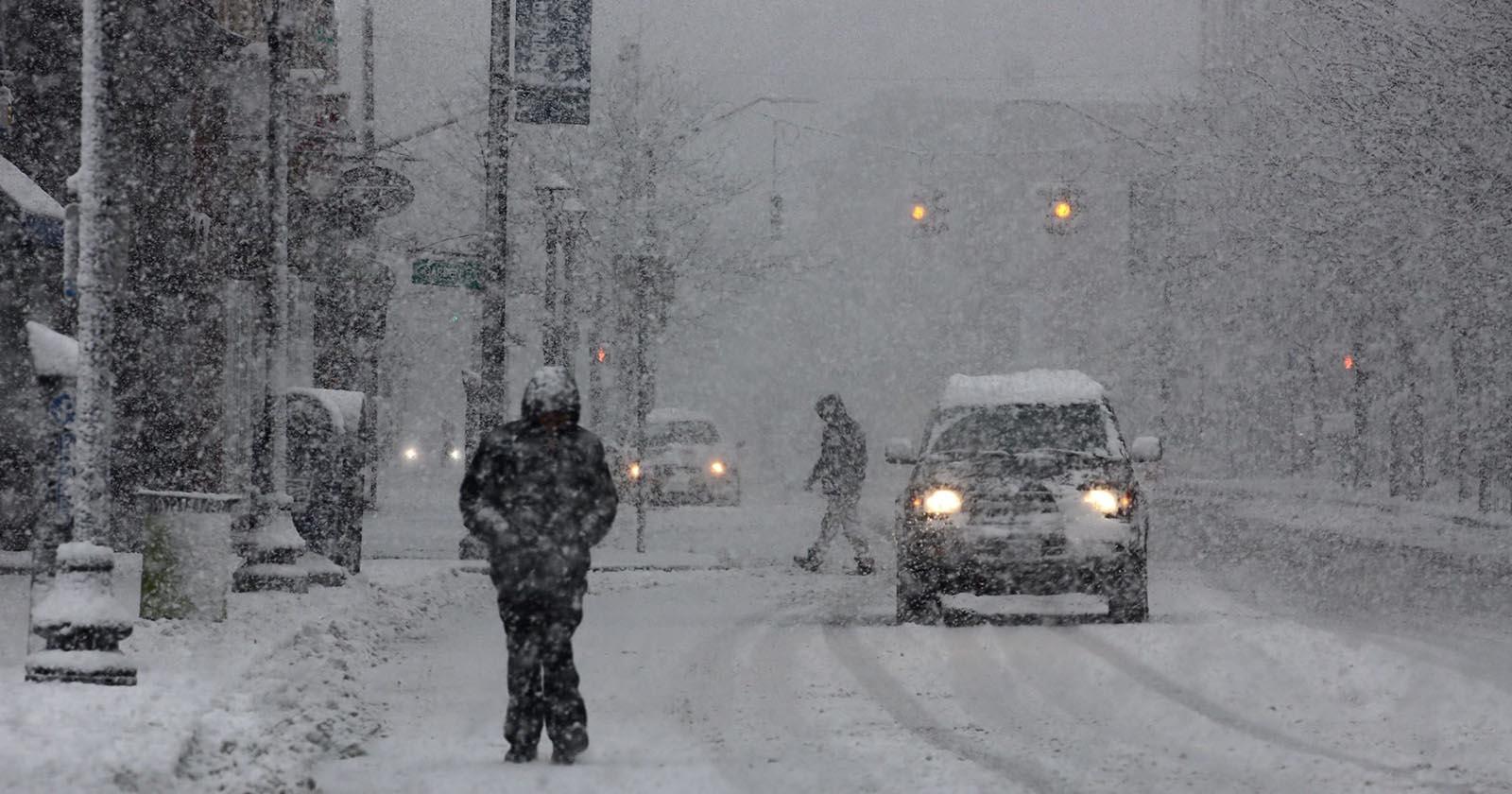Како возачите и пешаците да останат безбедни во сообраќајот во зима