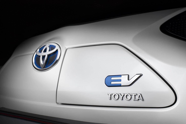 Над 50 компании ги сакаат патентите на Toyota