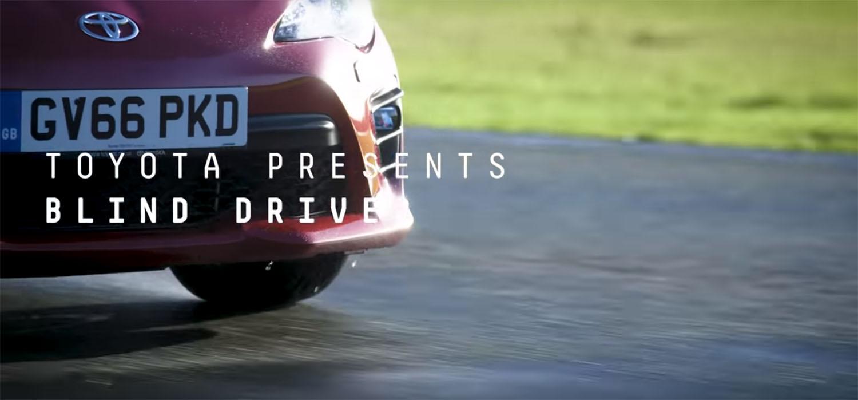 Остварување на сонот: Слеп возач зад воланот на спортски автомобил на патеката Top Gear / ВИДЕО