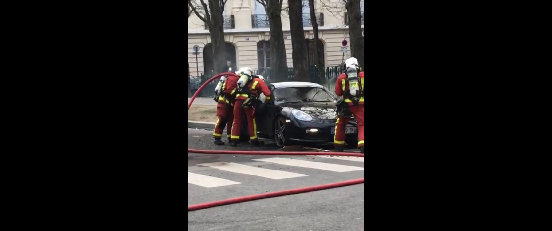 Изненадување за пожарникарите кои се обиделе да изгаснат пламен во Porsche