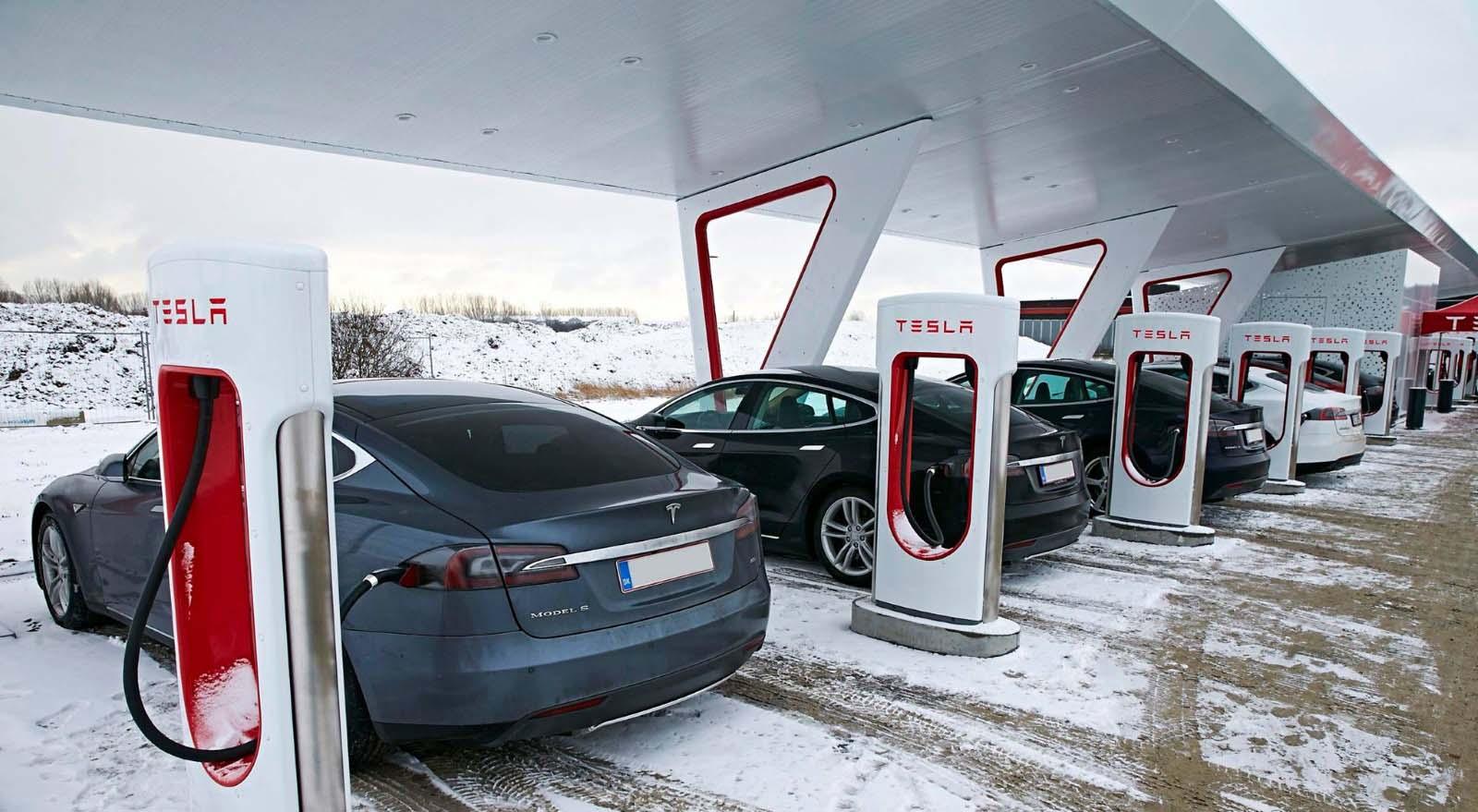 Светот се соочува со недостиг на полначи за електрични автомобили