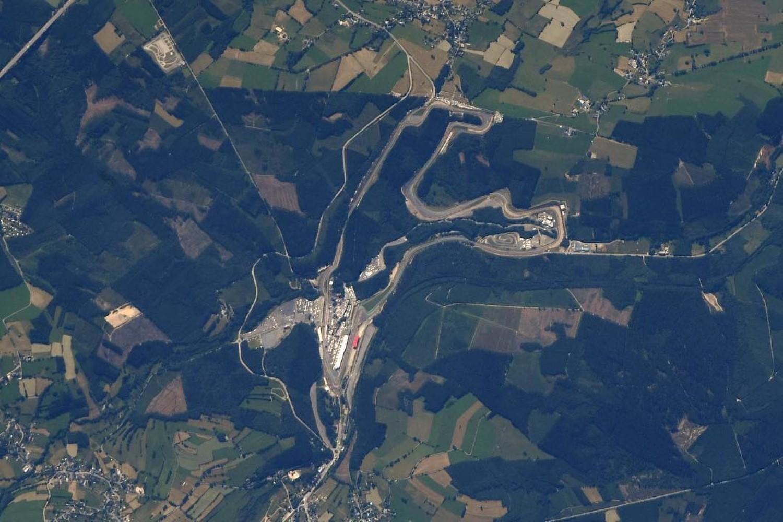 Како изгледаат познатите тркачки патеки снимени од вселената