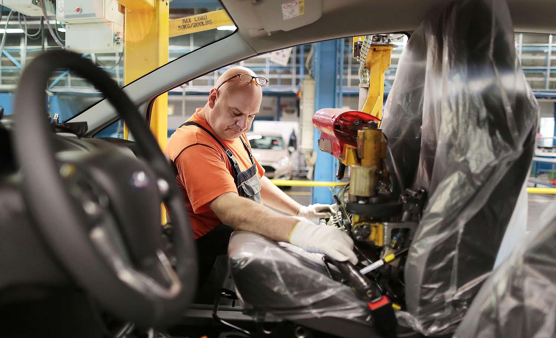 Ford крати илјадници работни места во Европа