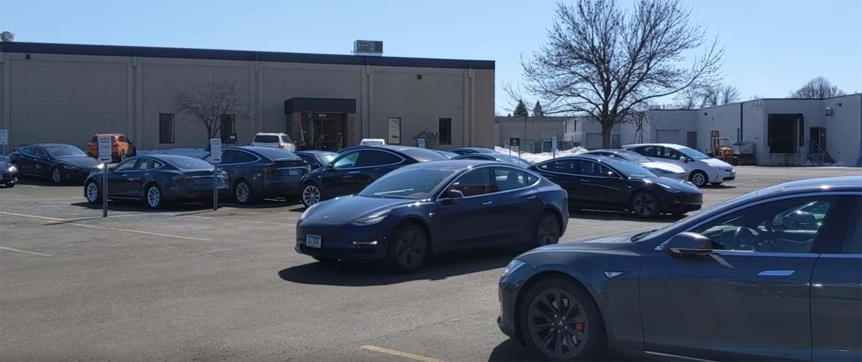 Не ви се пешачи до паркираниот автомобил? Tesla има решение / ВИДЕО