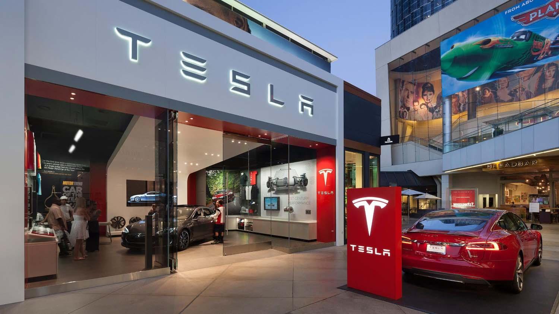 Tesla ја отвора својата прва продавница за возила во Словенија