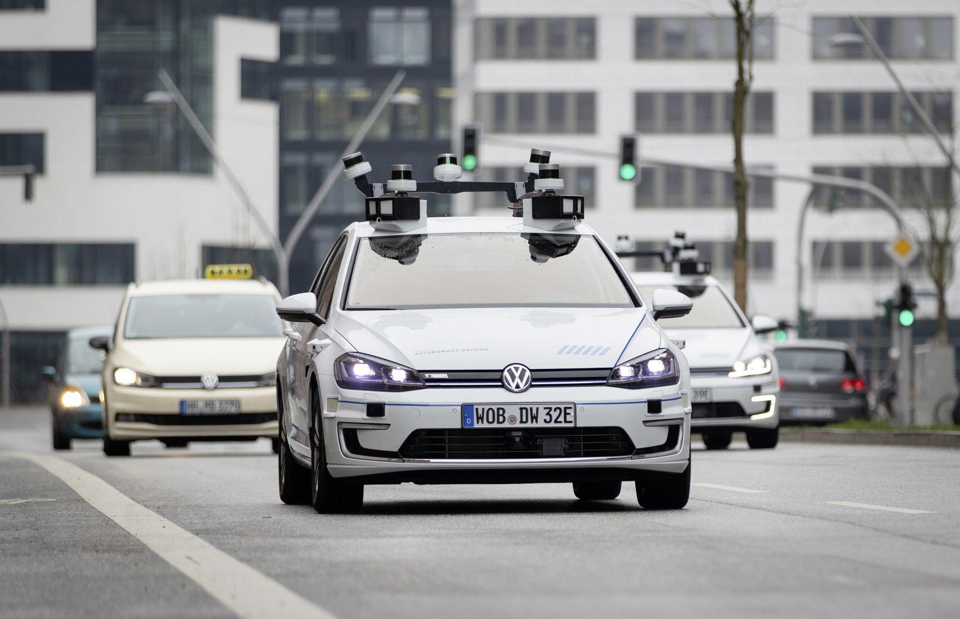 Volkswagen во Хамбург тестира Ниво 4 на беспилотно возење / ВИДЕО