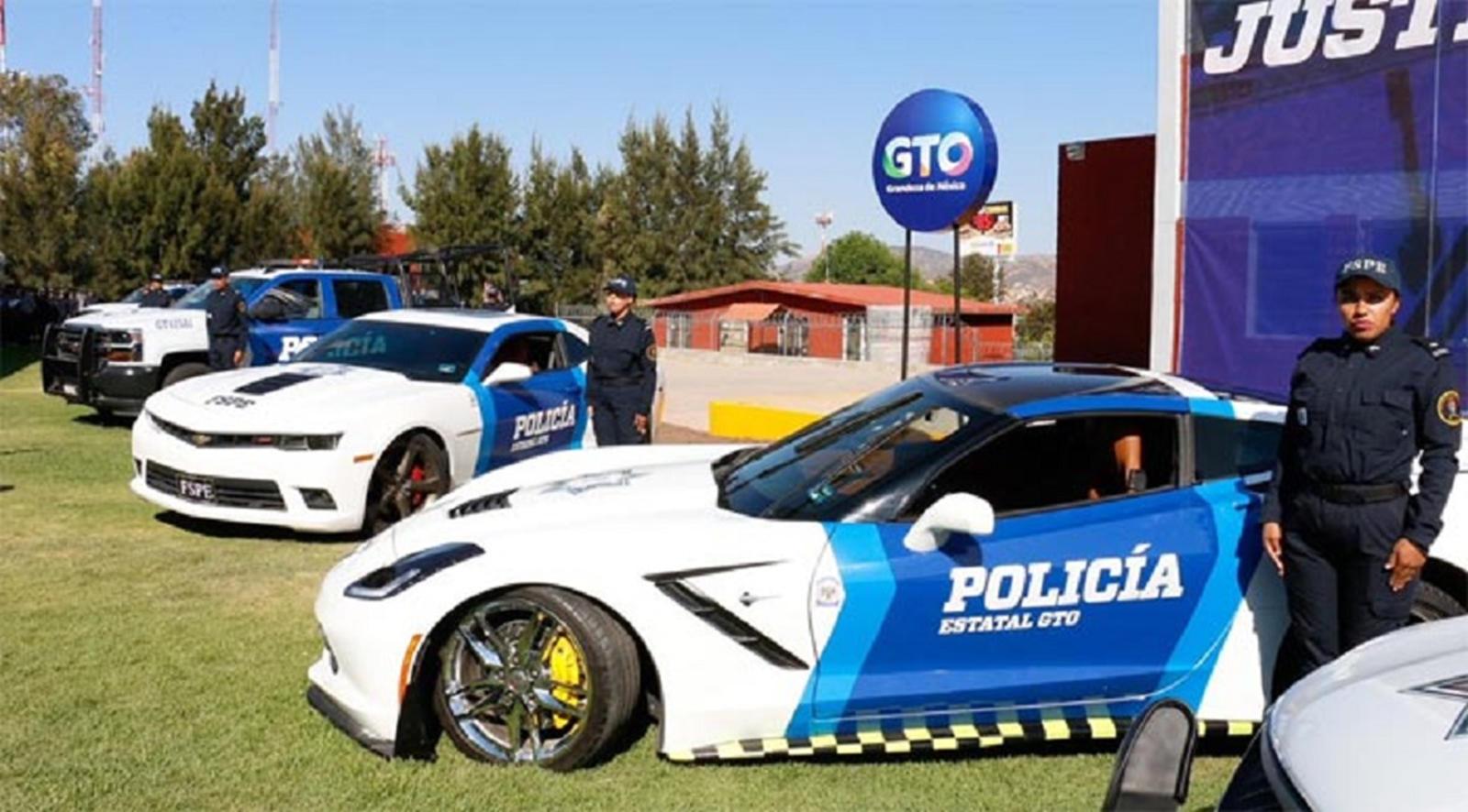 Мексиканските полицајци ќе возат запленети спортски автомобили