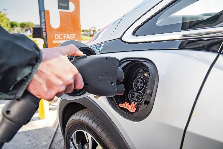Германија мака мачи како да го зголеми бројот на сопственици на електрични автомобили
