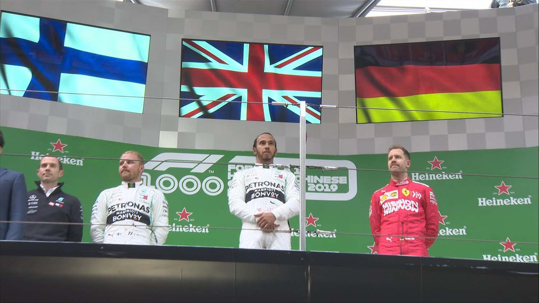 Хамилтон доминантно до победата во 1000-та Formula 1 трка! / ВИДЕО