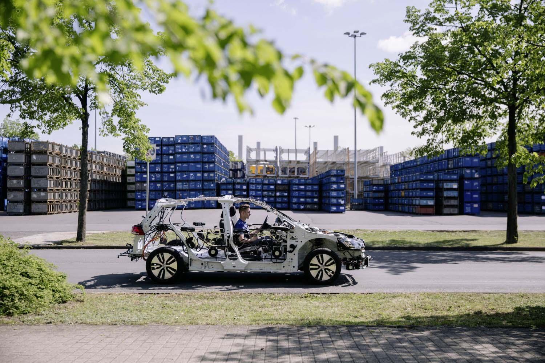 "Volkswagen го ""соблече"" eGolf"