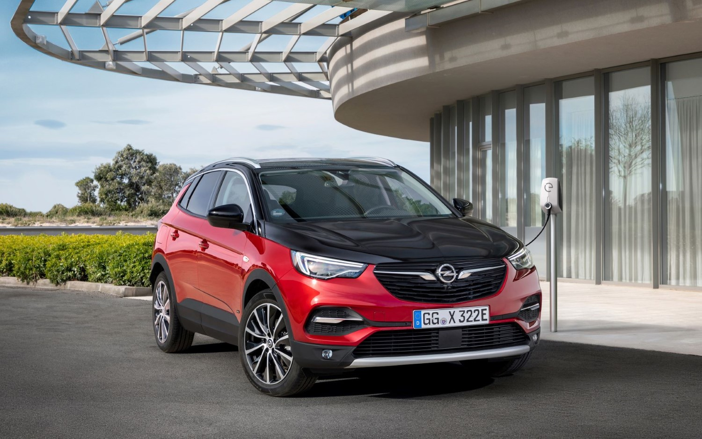 Новиот Opel Grandland X Plug-in Hybrid4 располага со 300 КС
