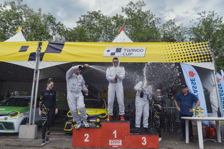 Триумф за Мартин Делев на првата трка на TWINGO CUP