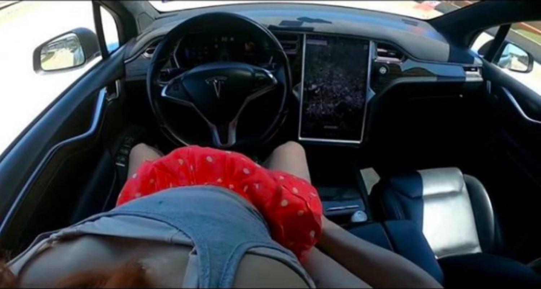 Секс во автономен автомобил: Тесла е најбараниот клучен збор на Pornhub