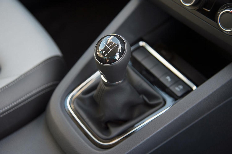 Хит! Volkswagen во Америка мануелниот менувач го рекламира како заштита од кражба! / ВИДЕО