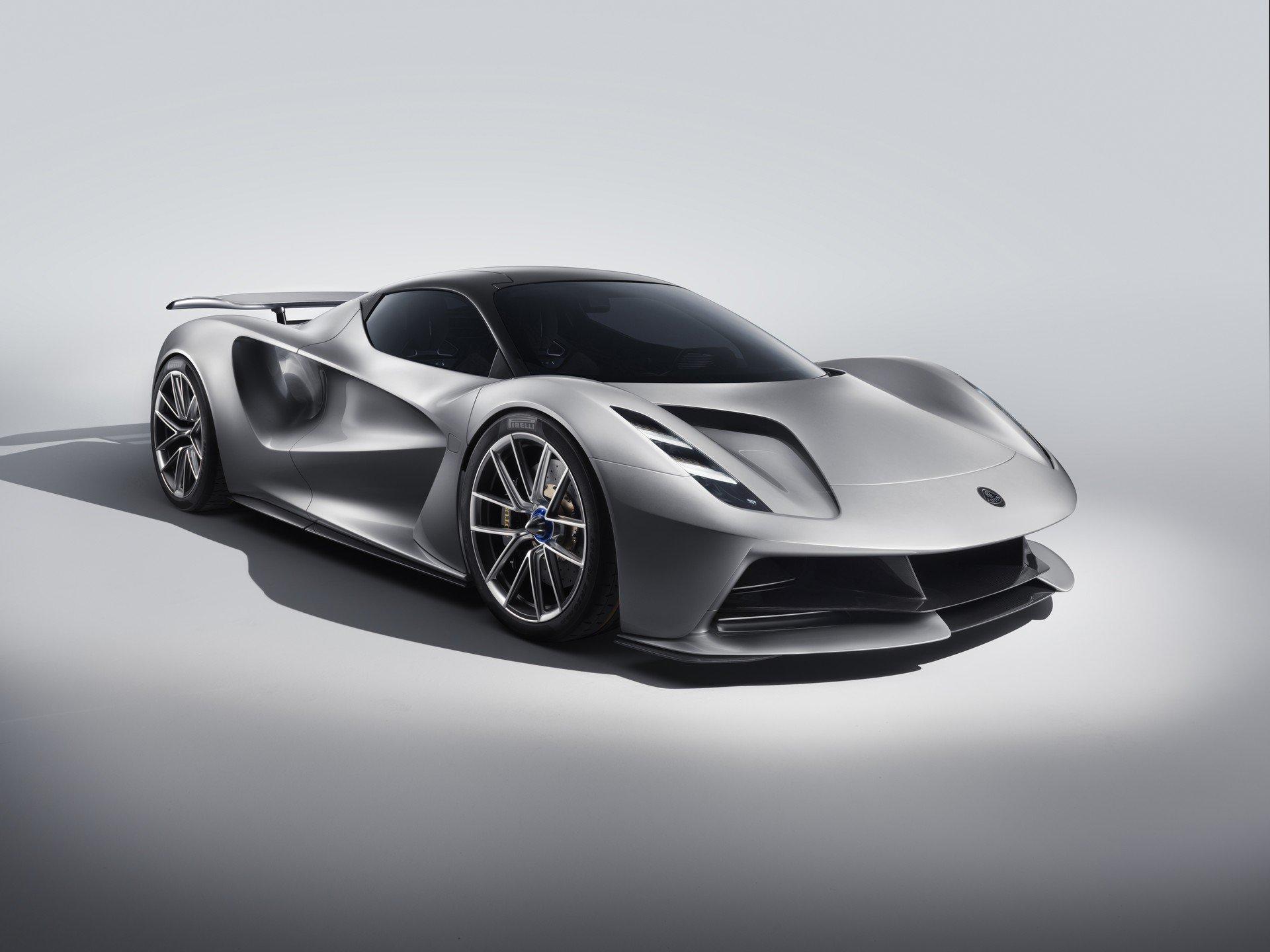 Запознајте го најмоќниот патнички автомобил во светот / ФОТО+ВИДЕО