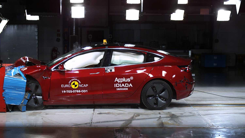 Потврда од EuroNCAP: Tesla Model 3 е еден од најбезбедните автомобили во светот / ВИДЕО