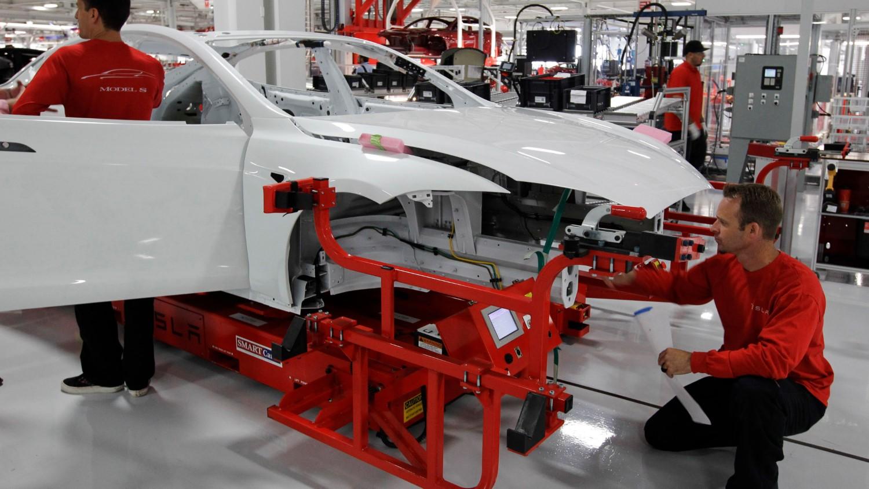 Tesla не остапува од зацртаните производствени планови