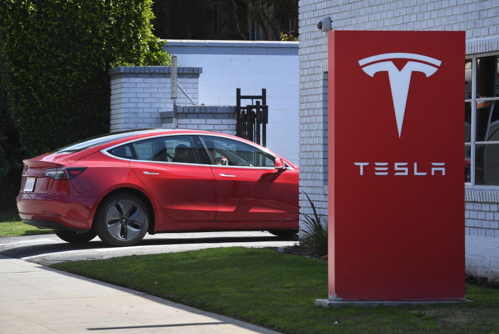 Volkswagen има намера да купи удел во Tesla?!