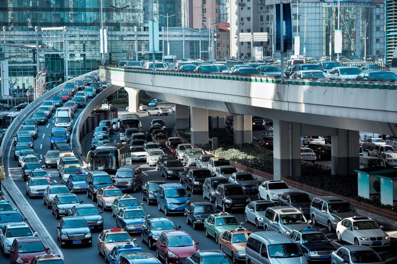 Решение за намалување на сообраќајните гужви: со семафорите ќе управува вештачка интелигенција
